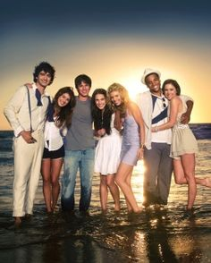 90210 has been cancelled. The CW show will air its series finale on May Sad :( Jessica Stroup, Jessica Lowndes, Beverly Hills, St Louis, 90210 Cast, Series Gratis, Version Francaise, Drame, Film Serie