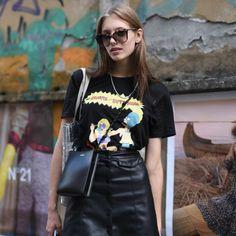 Πανεύκολη μους λεμόνι με γιαούρτι και μπισκότα -Το δροσερό επιδόρπιο που φτιάχνεται στο λεπτό | BOVARY Olivia Palermo, Jil Sander, Giorgio Armani, Style Désinvolte Chic, Fashion Week, Leather Skirt, Skirts, T Shirt, Icecream