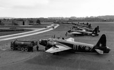 Wellington Mk IIIs of No. 30 Operational Training Unit at RAF Hixon, Staffordshire, September Air Force Aircraft, Ww2 Aircraft, Military Aircraft, Wellington Bomber, Old Planes, Battle Of Britain, Royal Air Force, Military History, World War Two