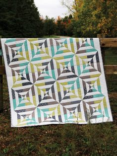 I love how this quilt gives the illusions of circles. #pattern #quilting #quilt #affiliate