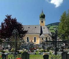 Westendorf Visit Austria, Guy, Mobile Home Decorating, Unusual Homes, Kirchen, Holland, Skiing, Mansions, House Styles