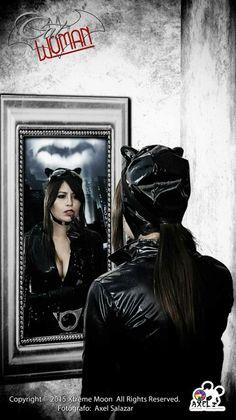 Gatubela frente al espejo Cat woman  Fotografía: Axel Salazar Modelo: Gaby