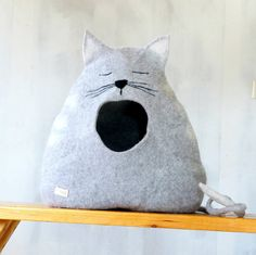 Cat bed/ cat house/cat cave/felted cat bed Sleepy от VaivaIndre
