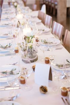 Diese Tischdekoration wurde im Landhof Kemmler für eine Hochzeit dekoriert. Ihr sucht auch noch Hochzeitsideen für 2019? Foto: Hochzeitsfotograf Karoline Kirchhof