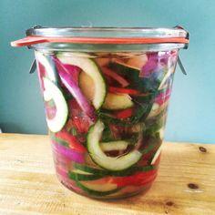 komkommer-en-radijs Pickels, Canning Recipes, Home Recipes, Fabulous Foods, Kimchi, Food Inspiration, Bbq, Good Food, Frozen