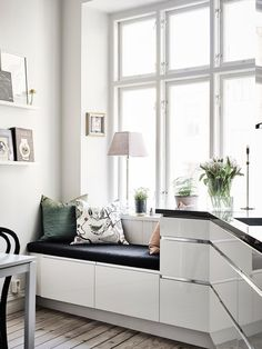 Natural light adds such an airy and fresh feel.