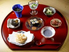 """Japanese Style Restaurant 変幻自在な「おまかせコース」で食通を魅了。先鋭日本料理人の""""感覚""""を麻布十番『あらいかわ』で味わう - dressing(ドレッシング) Table Settings, Dressing, Place Settings, Tablescapes"""