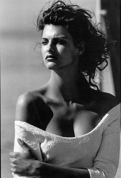 ☆ Linda Evangelista | Photography by Peter Lindbergh | For Vogue Magazine UK | August 1988 ☆ #lindaevangelista #peterlindbergh #vogue #1988