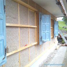 Hinterlüftete Holzfassade - Details - angeliquelivingantik Garage Doors, Windows, Outdoor Decor, Blog, Home Decor, Wood Facade, Decoration Home, Room Decor, Window