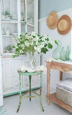 lovely flowers and styling from Pancake Hill #vintage #vintagestyle #farmhouse #farmhousestyle