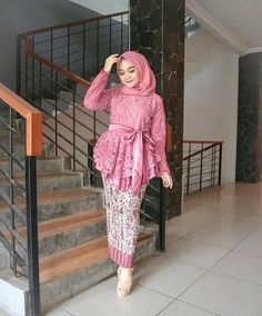 Style Vestimentaire Moderne 30 New Ideas Model Kebaya Brokat Modern, Kebaya Modern Hijab, Kebaya Hijab, Kebaya Dress, Batik Kebaya, Kebaya Muslim, Hijab Gown, Muslim Dress, Batik Dress