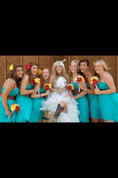 Turquoise and cowboys boots for an outdoor country wedding