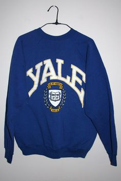 BeWorn — Vintage Dark Blue University of Yale College Jumper - nudlyg. College Shirts, College Outfits, Outfits For Teens, Cute Outfits, College Sweatshirts, College Apparel, University Outfit, Summer School Outfits, Outfit Sets