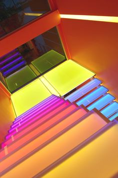 Professionals in staircase design, construction and stairs installation. In addition EeStairs offers design services on stairs and balustrades. Hidden Lighting, Neon Lighting, Home Lighting, Lighting Design, Interior Staircase, Staircase Design, Decorating Tips, Interior Decorating, Interior Design