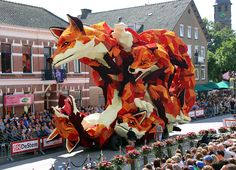 IMG_0027_ErwinMartens. Annual Corso Zundert parade in the Netherlands. Made with dahlias.