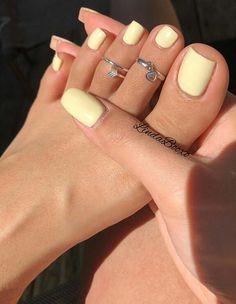 Gelbe Mani als Sommer Mood Booster - Nageldesign - Nail Art - Nagellack - Nail Polish - Nailart - Nails - Cute Acrylic Nails, Cute Nails, Pastel Nails, Pretty Toe Nails, Acrylic Toes, Pretty Toes, Holiday Acrylic Nails, Painted Toe Nails, Beautiful Toes