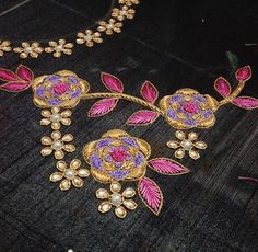 Best Blouse Designs, Saree Blouse Designs, Blouse Patterns, Hand Embroidery Stitches, Embroidery Patterns, Black Saree Blouse, Maggam Work Designs, Cherry Dress, Salwar Dress