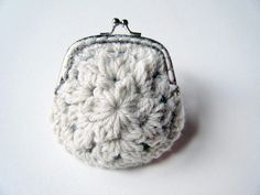 White Flower Coin Purse Crochet Pattern by Swellamy (free)