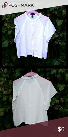 Forever 21 button up crop top White crop top Forever 21 Tops Crop Tops
