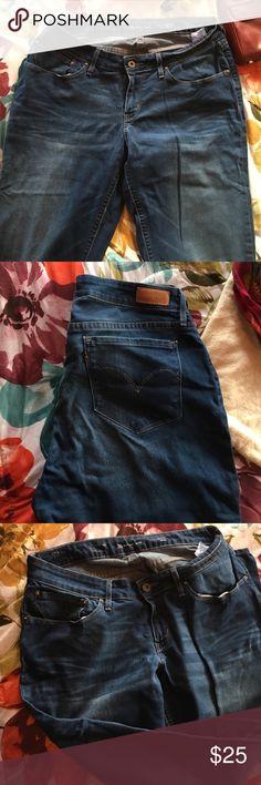 Levi's supreme curve denim Mid rise 33/32 fits a size 14 Levi's Jeans Skinny