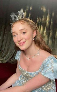 Phoebe Dynevor, Princess Dress Up, Regency Dress, Iconic Dresses, Princess Aesthetic, Julia, Female Images, Wedding Makeup, Role Models