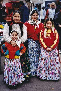 Foto Zigeunerdames, West Roemenie Door: Marjan