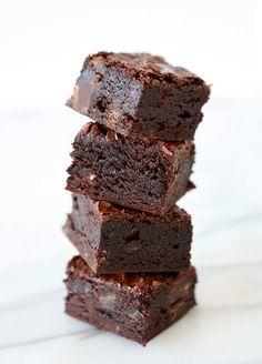 Dark Chocolate Chunk Brownies | http://www.thekitchenpaper.com/dark-chocolate-chunk-brownies/