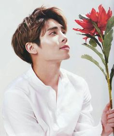 RIP Jonghyun you did well. I hope that were ever you are right now you don't have any more struggles. Rest in paradise.