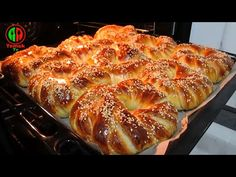JE TO NEHNUTELNĚ SNADNÉ A CHUTNÉ. VYNIKAJÍCÍ OTEVŘENÍ RECEPTU # 10 - YouTube Pastry Recipes, Cooking Recipes, Challah Bread Recipes, Brie Appetizer, Middle Eastern Desserts, Sweet Buns, Savory Pastry, Bread And Pastries, Turkish Recipes