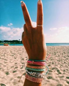 HOW TO BE A VSCO GIRL - ☆ PURA VIDA BRACELETS ☆ ~ This is my ultimate guide on everything you need to be VSCO or as some would say 'basic' ~ I think its a cute way of dressing and having a guide will make it easier for you to be Photo Summer, Summer Photos, Photos Bff, Beach Photos, Tumblr Summer Pictures, Beachy Pictures, Beach Images, Mode Hippie, Hippie Style