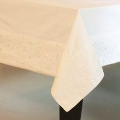White #Embroidery #Tablecloth - Drape those tables in style with a classic white tablecloth featuring a subtle yet striking embroidered border.