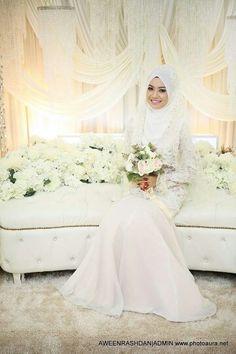 ♥ Bridal Hijab, Hijab Bride, Wedding Looks, Our Wedding, Dream Wedding, Malay Wedding Dress, Wedding Dresses, Dress Muslimah, Muslimah Wedding