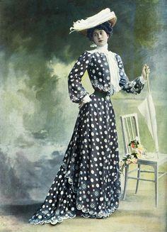 Walking dress by Laferriére, photo by Reutlinger, Les Modes August 1902.