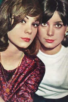 Françoise Dorléac & Catherine Deneuve (although sisters - Francoise was first-born - in this shot they look very much like identical twins! Catherine Deneuve, Christian Vadim, Divas, Blind Girl, Roman Polanski, Photo D Art, All In The Family, Marilyn Monroe Photos, Cinema