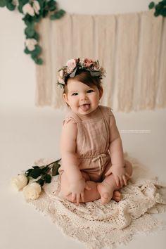 1st Birthday Photoshoot, First Birthday Photos, Girl First Birthday, Birthday Pictures, Baby Birthday, Newborn Baby Photos, Baby Girl Photos, Newborn Pictures, Baby Pictures