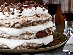 Hazelnut-and-Chocolate Meringue Cake This extraordinary dessert, made with crisp chocolate-hazelnut meringue and whipped cream, is simple to make. But pastry chef Daniel Jasso of Portland. Smores Dessert, Dessert Oreo, Desserts Nutella, Chocolate Desserts, Just Desserts, Chocolate Cake, Chocolate Pavlova, Meringue Desserts, Holiday Desserts