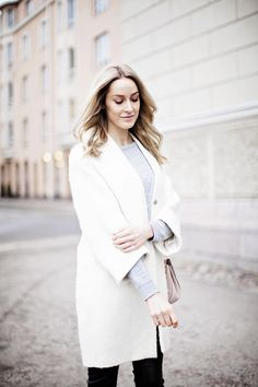 Winter look with white coat, grey knit and pink Drew bag by Chloé - Anna Pauliina, Arctic Vanilla blog.