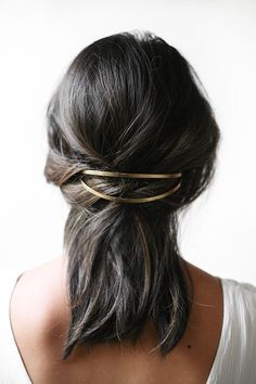 minimalist hair. so pretty and feminine.