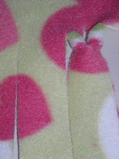 Homemaking Honeys: NEW WAY to tie a fleece blanket