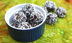 Need a delicious pick me up that's full of all the goodies? Try these heady goo superfood energy balls!