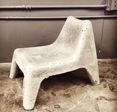 How to build #concrete #patio furniture, courtesy of @BenUyeda  and #HomeMadeModern. This concrete chair was cast using a plastic mold and #QUIKRETE.  #patiofurniture #Cement #CreativeConcrete #outdoorliving #WhatAmericaIsMadeOf
