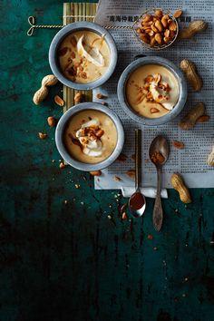 Jos olet tosi makeiden jälkiruokien ystävä, mausta kermavaahto tomusokerilla.