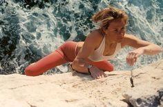 """Isabelle Patissier. À l'âge de 21 ans, en 1988, elle remporte le premier de ses quatre titres de championne de France d'escalade. La même année, elle est la première femme à enchaîner un 8b: """"Sortilèges"""" au Cimaï."""