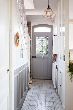 10 Coolest Residential Hallway Designs For Your Home Most dwellings have a hallway that connects the entrance to the inside of the house. This hallway functions as Grey Hallway, Entryway Stairs, Front Door Entrance, House Entrance, Front Hallway, Flur Design, Design Design, Estilo Shabby Chic, Small Hallways