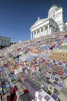 Marttaliitto järjesti täkkitempauksen - Kotimaan uutiset - Ilta-Sanomat- Yarn bombing Helsinki