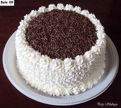 By Paty Shibuya - Bolos & Cakes - Happy Birthday Cake Buttercream Birthday Cake, Cake Icing, Cupcake Cakes, Cake Decorating Frosting, Birthday Cake Decorating, Cake Decorating Techniques, Cake Decorating Tips, Whipped Cream Cakes, Adult Birthday Cakes
