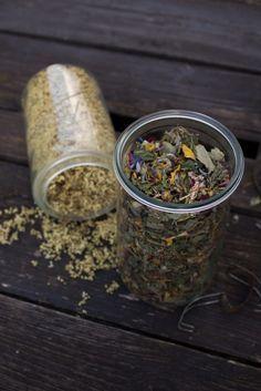 Just make your own tea - now at Garten Fräulein - - Tea Recipes, Dog Food Recipes, Healthy Recipes, Herbal Tea Benefits, Food Dog, Yam Or Sweet Potato, Homemade Cat Food, Tea Blends, How To Make Tea