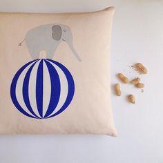 ¿te gusta el circo? ¡ahora puedes tener un poquito de él en casa! Nuestro cojín elefante circo es ideal para que tu peque desarrolle toda su imaginación  Consíguelo aquí: LINK EN PERFIL  #toctocinfantil #habitacionesinfantiles #decoracioninfantil #decoracioninfantilonline #designbarcelona #diseñonordico #kidsroom #soft #cute #habitacion #niños #kids #primavera #verano #cojin #circo #elefante #diversion #peques