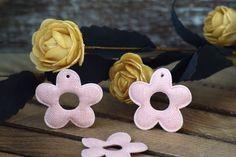 Υφασμάτινη Μαργαρίτα 50τεμ Ροζ 4cm UDS4-08458-4  Υφασμάτινη μαργαρίτα σε χρώμα ροζ.Συνδυάζονται με μεγάλη ποικιλία χρωμάτων και υλικών, για να σας δώσουν πρωτότυπες ιδέες και έμπνευση ώστε να δημιουργήσετε εύκολα και απλά δεκάδες διαφορετικά προϊόντα, όπως πασχαλινές λαμπάδες, μπομπονιέρες, κουτιά βάπτισης, λαδοσέτ κ.α.Διαστάσεις: 4cmΔιατίθενται σε συσκευασία 50 τεμαχίων. Baby Shoes, Kids, Toddlers, Boys, Kid, Children, Child, Babys, Kid Shoes