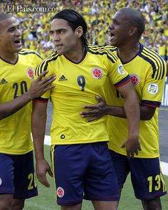 La felicidad de los goleadores de la Selección Colombia    Falcao (1), 'Teo' (2) y Zúñiga (1) le dieron la alegría a la Selección en la goleada ante los uruguayos.  Por: FILIBERTO ROJAS FERRO - Colprensa Sábado, Septiembre 8, 2012